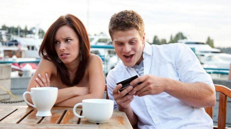 Владельцы iPhone не любят знакомиться с пользователями Android