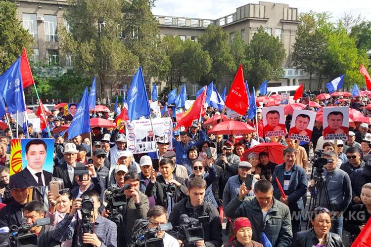 Ata Meken Joins Supporters Of Sadyr Japarov On Old Square
