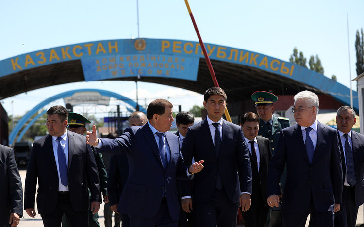 Foreign Ministers of Kyrgyzstan, Kazakhstan discuss cargo