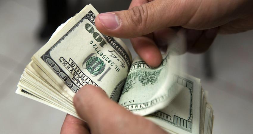 Изменения цены доллара сша, евро, фунта стерлингов или, например, швейцарского франка по отношению друг к другу и, конечно же, к российскому рублю оказывают комплексное воздействие на ряд сфер финансовой и экономической деятельности.