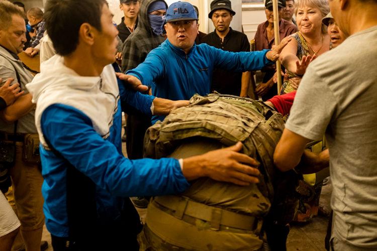 Фото из интернета. Пленение бойцов спецназа в Кой-Таше