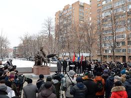 Monument to Chingiz Aitmatov opened in Moscow