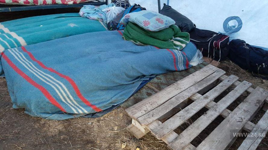 Фото мигрантов из КР. Палаточный лагерь мигрантов в Оренбурге