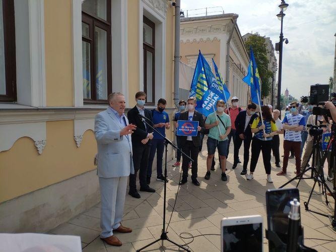 Фото из интернета. Акция ЛДПР у посольства Кыргызстана в Москве