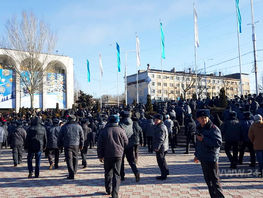 Police start dispersing rally on Ala-Too square in Bishkek