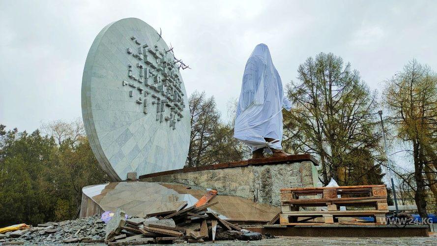 Фото 24.kg. Памятник Бишкеку баатыру