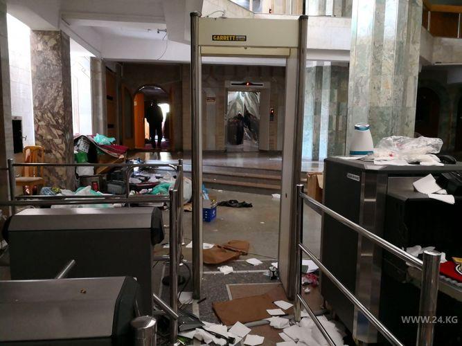 Фото 24.kg. Как сегодня выглядит здание Жогорку Кенеша изнутри