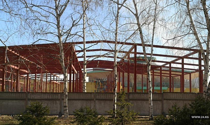 Фото 24.kg. В Бишкеке возле Кыргызского государственного цирка ведут строительные работы