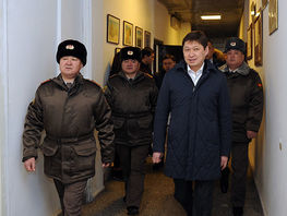 Sapar Isakov promises to help with improving conditions in military institute