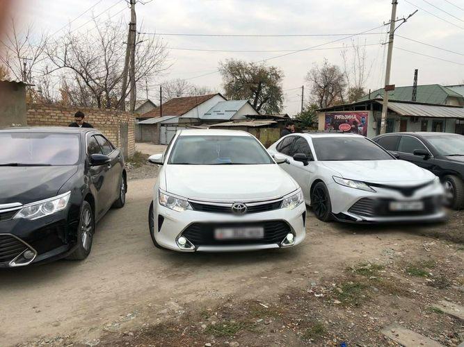 В Бишкеке оштрафовали водителей свадебного кортежа за тонировку