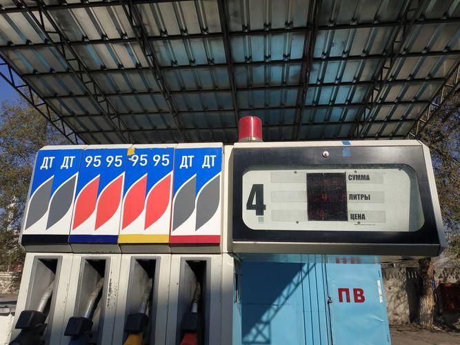 Фото 24.kg. Автозаправочную колонку снабдили специальными контролерами