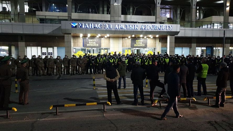 Фото пресс-службы ОАО «МАМ». Около 500 сотрудников охраняют аэропорт в Бишкеке