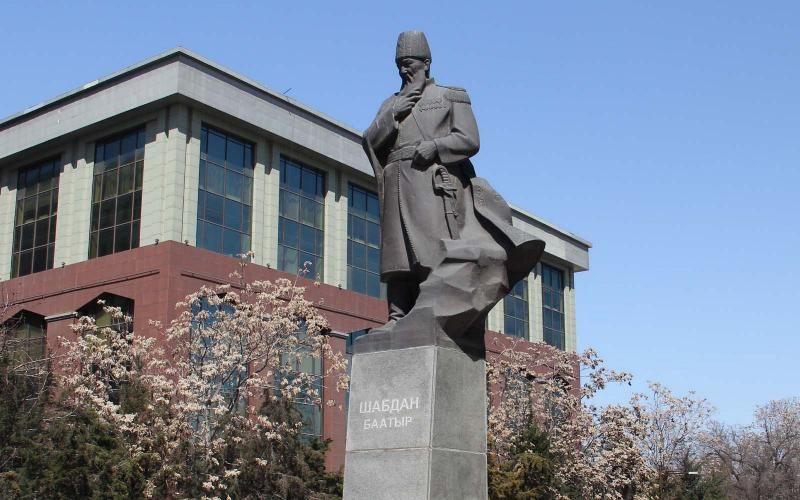 Фото из интернета. Памятник Шабдану баатыру в Бишкеке