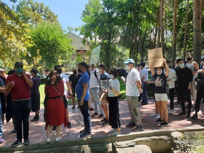 Фото 24.kg. Участники акции протеста #REакция 3.0