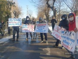 Protesters demand resignation of head of Kyrgyz Temir Zholu in Bishkek