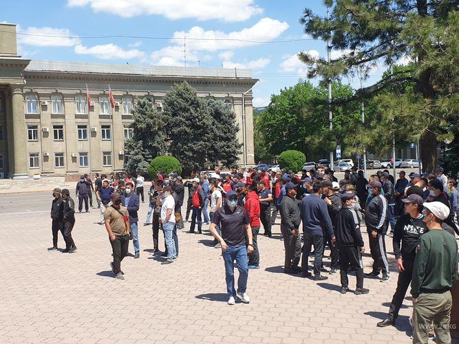 Фото 24.kg. На Старой площади все еще остается несколько десятков участников