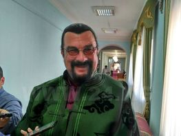 Steven Seagal arrives in Bishkek with ideas for Nomad Games