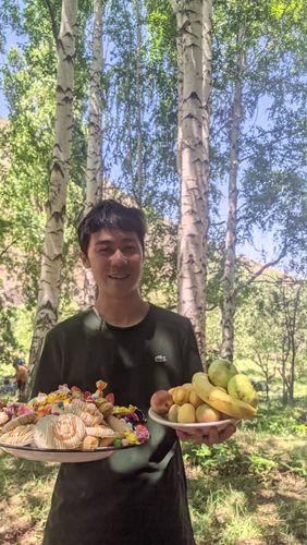 Фото из архива Атсуто Учияма . Пикник в лесу с кыргызстанскими коллегами
