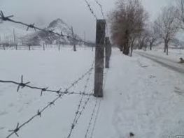 Uzbek border guards install fencing at border